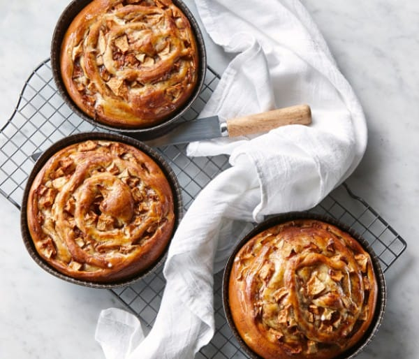 APPLE CINNAMON HONEY GLAZED BREAD