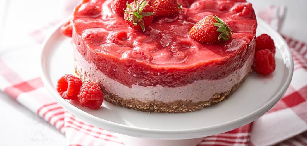 Vegan strawberry-raspberry cake