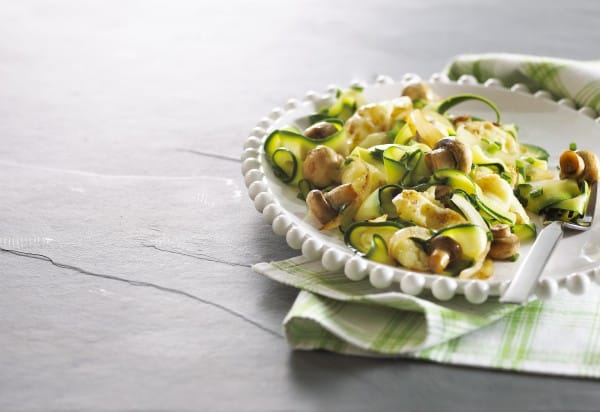 Zucchini tagliatelle with mushrooms and onions